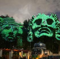 Dioses del Maíz - Proyección 3D de dioses prehispánicos sobre árboles del Parque México, DF. Un proyecto de Instalaciones de Maizz Visual         - 08.06.2014