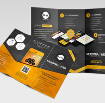 Tríptico Muestra tu Web. Un proyecto de Diseño y Diseño gráfico de Juan José Barceló - 27-08-2014