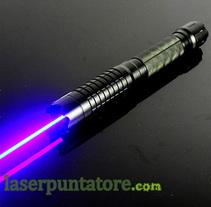 Puntatori laser in italia New project. Um projeto de Design de acessórios de laserpuntatore - 06-09-2015