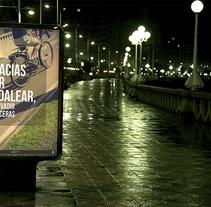 """""""Gracias por respetar"""" (Propuesta para campaña en el ayuntamiento de La Coruña para el respeto hacia los peatones). Un proyecto de Fotografía y Diseño gráfico de Samantha Pérez         - 09.01.2016"""