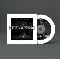"""Portada, contraportada y galleta para Apolo kidz en su trabajo """"Kidznapping"""". A Design project by Pablo Deparla         - 15.02.2016"""