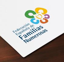 Federación Española de Familias Numerosas. Um projeto de Design, Br, ing e Identidade e Design gráfico de 2mas2 Comunicación          - 07.04.2016