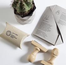 Nova Terra, Identidad visual handmade sostenible. Un proyecto de Fotografía, Br, ing e Identidad y Diseño gráfico de Inmaculada Jiménez - 21-06-2016