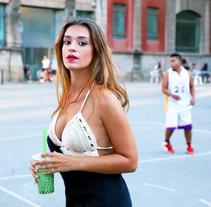 Producción de moda y belleza, con los fotografos publicitários: Felipe Marx y André Raposo con la modelo Charla Gazi. . Um projeto de Moda de Isabella Marques Cardoso         - 27.09.2017
