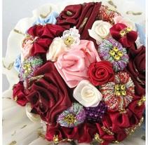 Ramo de flores. Un proyecto de Diseño de complementos de Golosinas Paravestir         - 03.11.2017