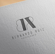 Bernardo Ruiz. A Design, Art Direction, Br, ing, Identit, and Graphic Design project by Parcela Creativa         - 02.12.2017